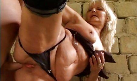 成熟したフランスの女の子は、レセプションで堕落した婦人科医の群衆によって犯される セックス 動画 無料 女性