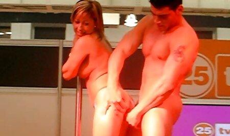 若い女の子は彼女の彼氏を残し、お尻で犯される 女性 専用 av 動画