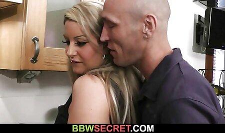 成熟した妻masturbatesのソファと熱烈なセックスとともに彼女の夫 女性 の av 無料
