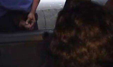 成熟した女性のための唇と猫に油を持つインドのタントラマッサージ クンニ 動画 女性