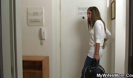 妻搾乳、大きなトイレに座って、吸う、BBC、壁の穴, アダルト 安心 女性