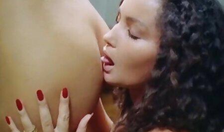 若い美しさは素敵なコックを作り、吸うと価格を得る av 女性 マッサージ :)