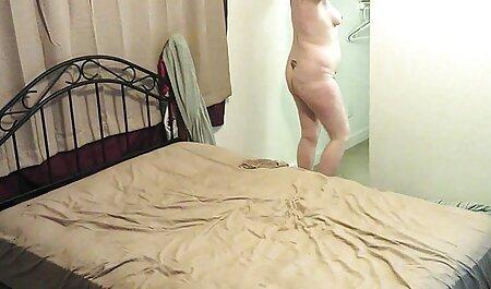 彼のための若い女の子、金髪、コーヒーを飲んで、熱心にベッドの上で犯さ 女性 av