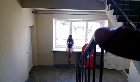 四つの若いレズビアンは、浴室やベッドの上でセックスを並べ替えます 女性 の 為 の セックス 動画