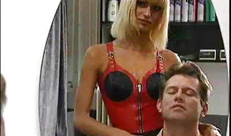 上品な成熟した女性のランジェリー立ち後背位のベッド 女性 の セックス 動画