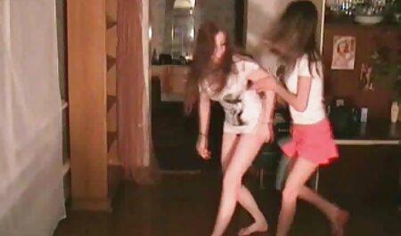 二つのレズビアン大胆に手を保持するには、滑り 女性 の 無料 av