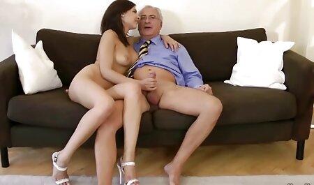 熟女は彼女のパンティーを脇に置き、彼女のLにディルドを置く。 女性 に 優しい アダルト ビデオ