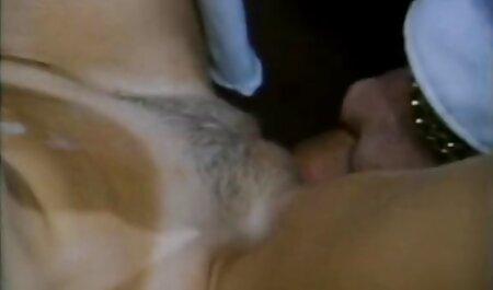 ベッドの上で若い、いちゃつくと次の性交の美しいストリップショー セックス 動画 無料 女性