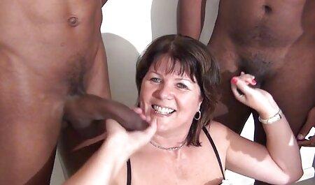 オーガズムの斜面まで彼女の夫の陰茎の頭の上に座っている成熟した妻 av 無料 女 向け