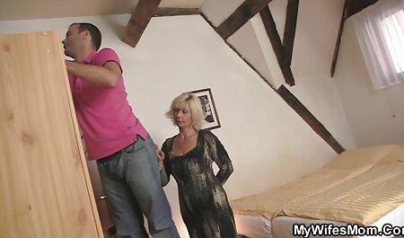 美しいドイツの成熟したリフトが好きで足を高くコックに彼女のお尻 女性 の エッチ 動画