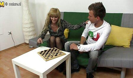 二人の若いカップルは、パートナーのそれぞれの交換とスインガースインガークラブを持っ av 視聴 女性
