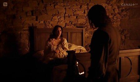 ベッドの上で大きな生い茂った性交を持つ一世紀前からの若い女の子 女性 の av 無料