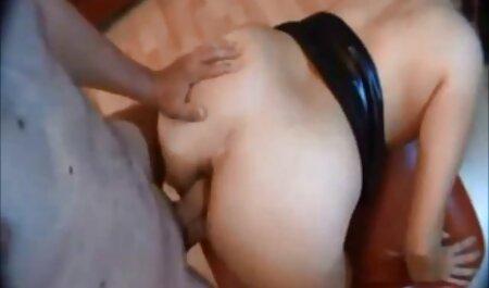 巨乳、Lucy 女 上司 と セックス 動画 Liが無慈悲にいくつかのコックによって砲撃される