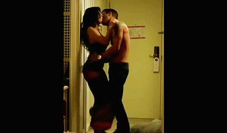 残忍なstraponクソ若いレズビアンのロバのソファ 女性 エッチ 動画