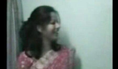成熟した教師は、学生、彼女の若いの愛の献身をすることを決めました av 動画 女性