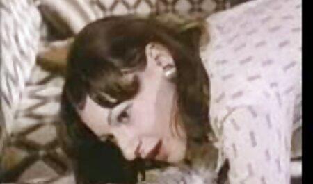 若い赤毛のふしだらな女は彼女の猫を示し、彼女の口の中で彼女の彼氏の男根を取る セックス 動画 女性 向け