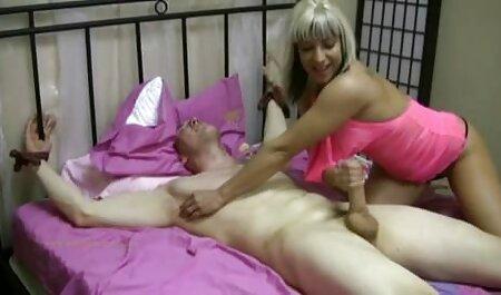 二つの魅力的な女の子は浴室でレズビアンゲームを上演 無料 女 av