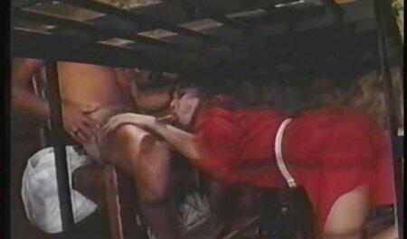 女の子ラフ急襲オン彼女の友人オンザベッドとキャッチ彼女の舐める 女性 av vr