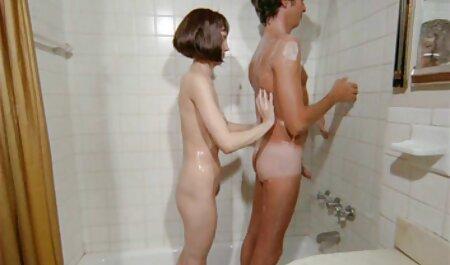 ストッキングを履いた熟女は、プロポーズに同意し、若い男をセックス せっくす 動画 女性